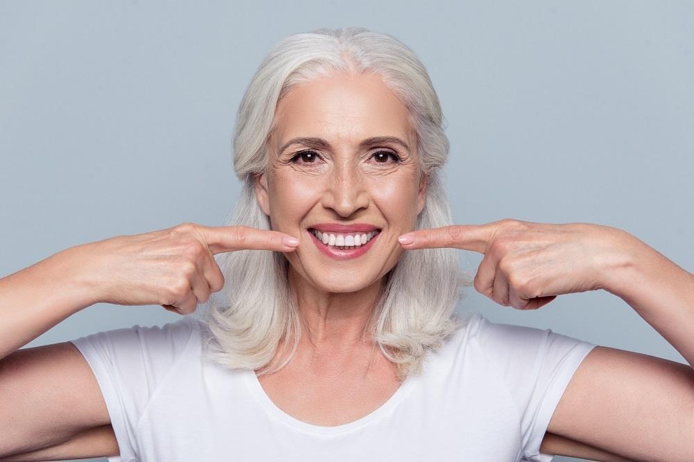 Jak dbać o implanty zębowe? Zasady pielęgnacji