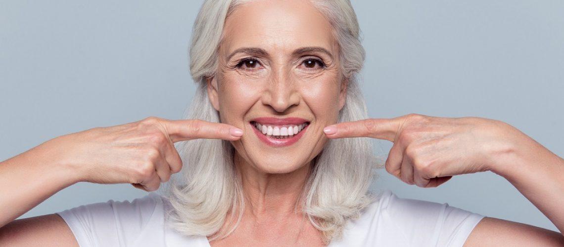 dbanie o implanty zębowe